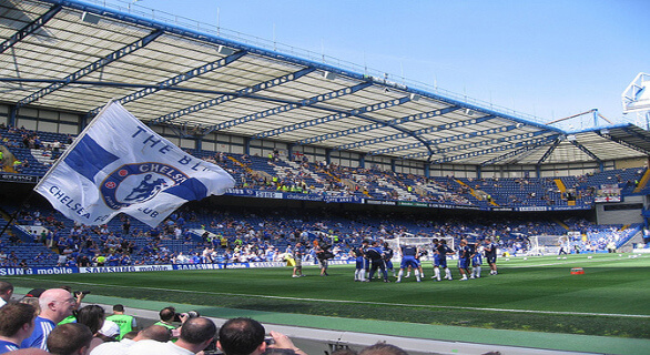 Chelsea Hotel og Middag pakkens billetudsyn for langsiden nedre sektion på Stamford Bridge