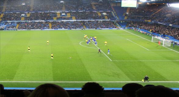 Langside fodboldbilletter til Chelsea på West Stand Upper. Her er et god view til banen og god stemning på tribunen