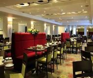 Kensington Close Hotel. Restaurant og morgenmad sker i dette lokale når du bor der på din fodboldrejse til Chelsea
