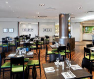 Holiday Inn Heathrow hotel - en god bar at nyde drinks eller øl i