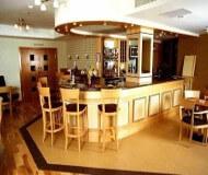 quality hotel tilbyder en fin lille bare hvor der kan nydes en øl eller drink i efter fodboldoplevelse