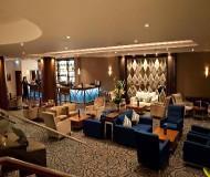 Hotelbar og lounge på Kensington Close Hotel er hyggelig. Et godt valg på fodboldrejsen til Arsenal