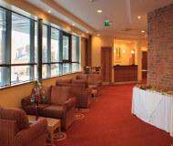 Jurys inn hotel liverpool albert dock har en god bar og servecere nogle gode drinks til dig på din Liverpool fodboldrejse