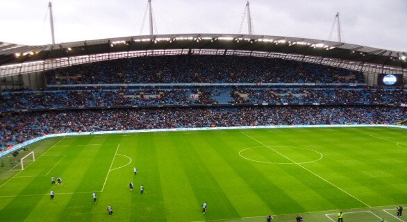 Disse Manchester City fodboldbilletter  vi har på vores fodboldrejser til Etihad stadium er på langside og er officielle fodboldbilleter til Manchester City