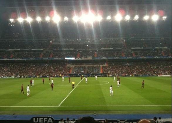 gode Fodboldbilletter til Real Madrid. langside 1 ring midtfor