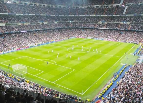 Fodboldtur til Real Madrid. Fodboldbillet på kortsiden. Santiago Bernabeu
